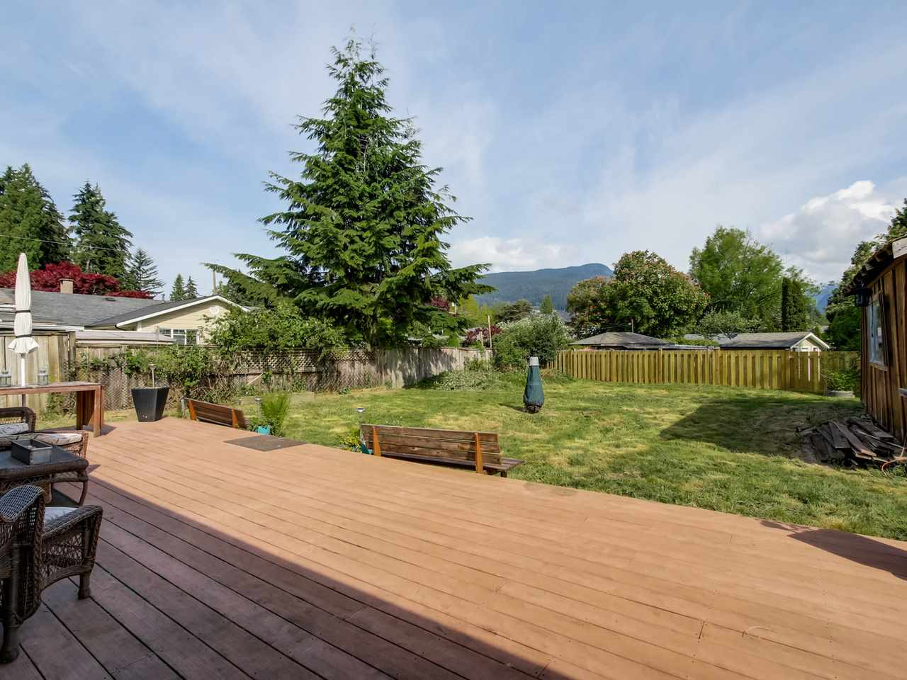 Photo 9: 2415 LAURALYNN Drive in North Vancouver: Westlynn House for sale : MLS(r) # R2062323