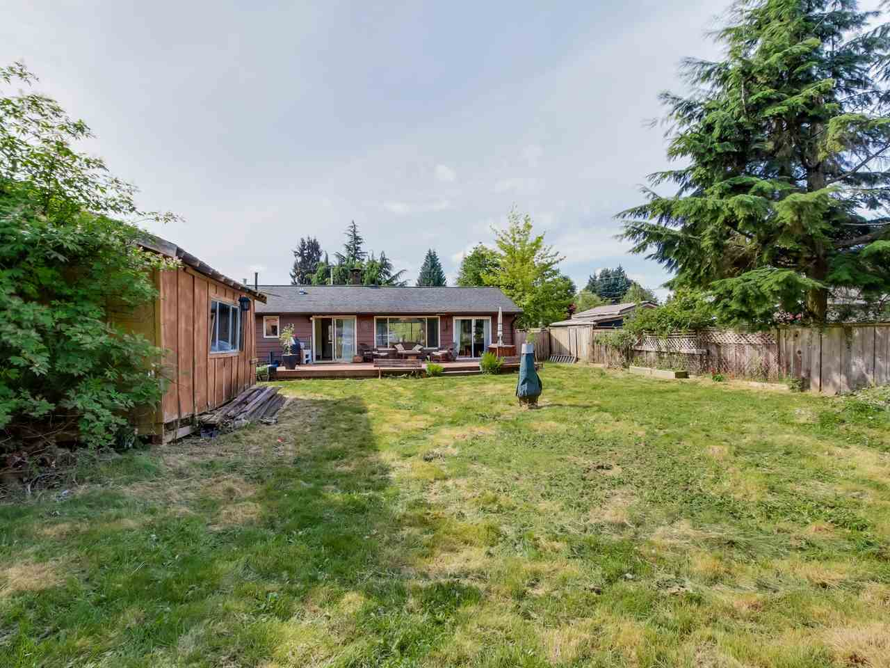 Photo 15: 2415 LAURALYNN Drive in North Vancouver: Westlynn House for sale : MLS(r) # R2062323