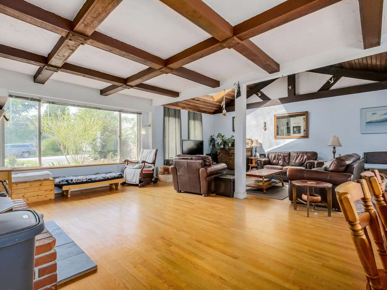 Photo 4: 2415 LAURALYNN Drive in North Vancouver: Westlynn House for sale : MLS(r) # R2062323