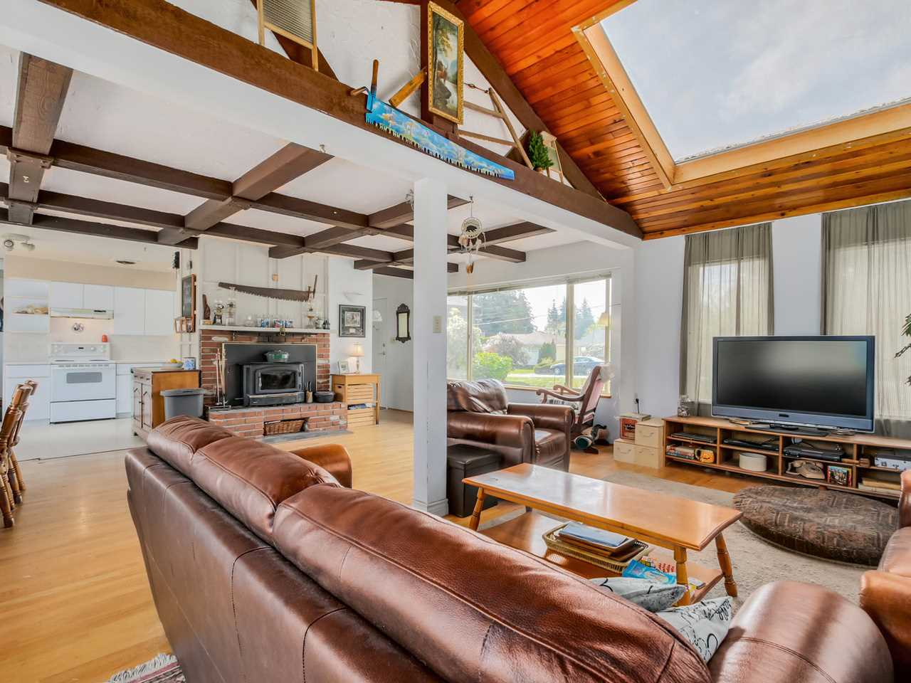 Photo 6: 2415 LAURALYNN Drive in North Vancouver: Westlynn House for sale : MLS(r) # R2062323