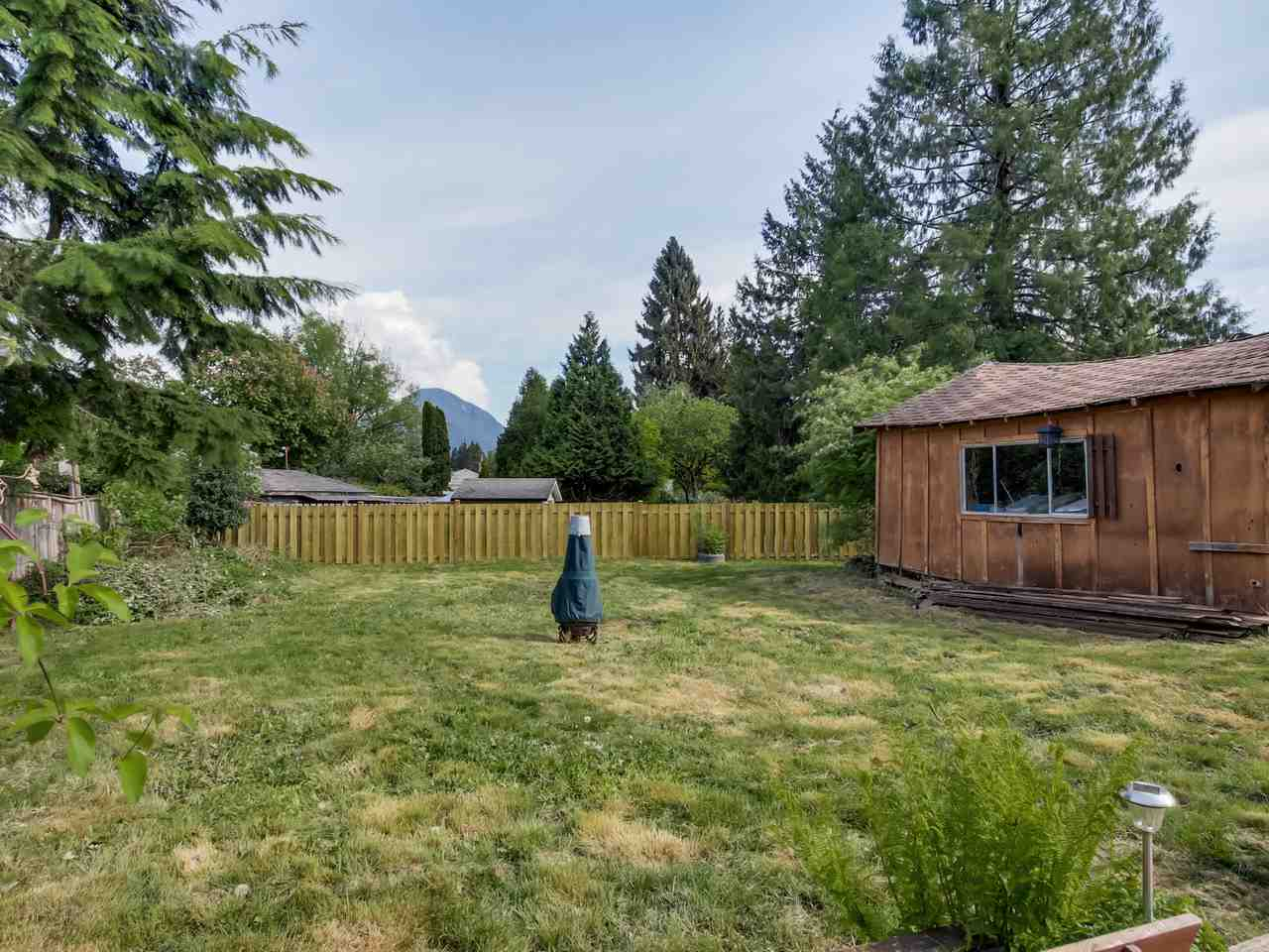 Photo 10: 2415 LAURALYNN Drive in North Vancouver: Westlynn House for sale : MLS(r) # R2062323