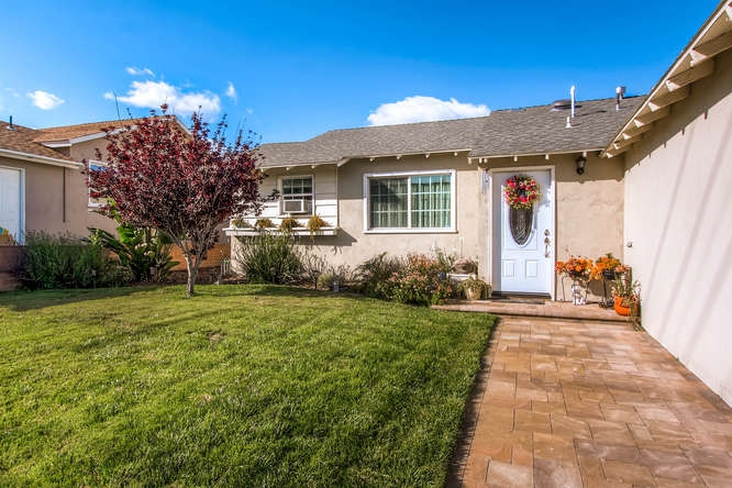 Photo 3: SAN DIEGO House for sale : 3 bedrooms : 7376 Gribble