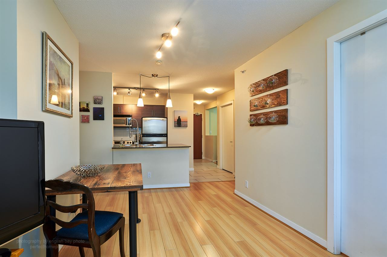 "Photo 5: 1207 833 AGNES Street in New Westminster: Downtown NW Condo for sale in ""THE NEWS"" : MLS® # R2097510"