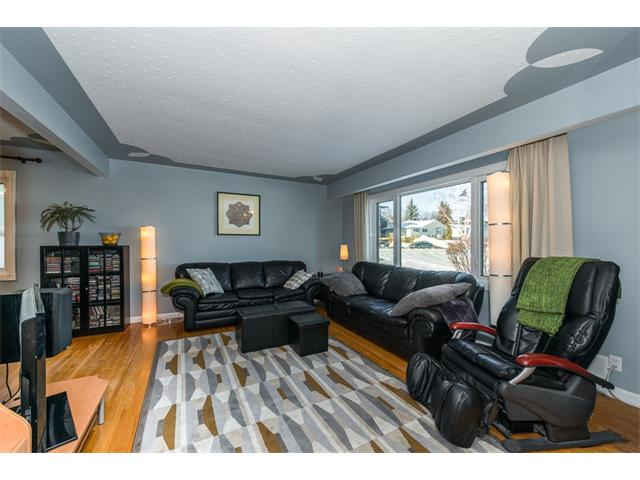 Photo 4: 9 HIGHWOOD Place NW in Calgary: Highwood House for sale : MLS(r) # C4098466