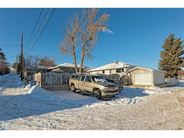 Photo 16: 9 HIGHWOOD Place NW in Calgary: Highwood House for sale : MLS(r) # C4098466