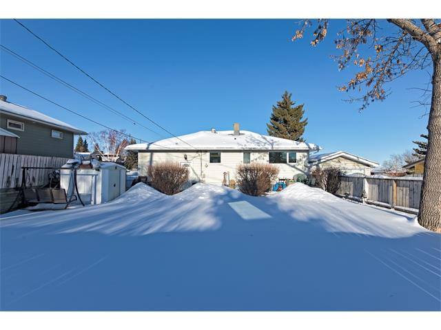 Photo 2: 9 HIGHWOOD Place NW in Calgary: Highwood House for sale : MLS(r) # C4098466