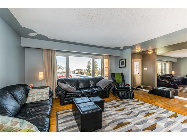 Photo 5: 9 HIGHWOOD Place NW in Calgary: Highwood House for sale : MLS(r) # C4098466