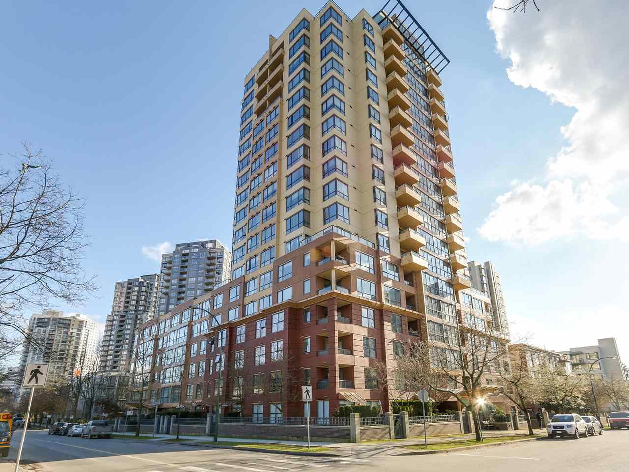 Main Photo: 809 5288 MELBOURNE Street in Vancouver: Collingwood VE Condo for sale (Vancouver East)  : MLS®# R2141801