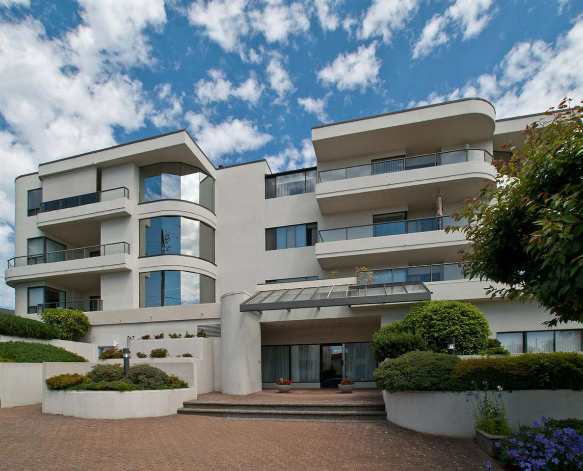 "Main Photo: 304 1280 FOSTER Street: White Rock Condo for sale in ""REGAL"" (South Surrey White Rock)  : MLS(r) # R2176163"