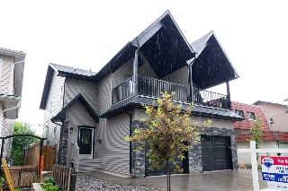 Main Photo: 8555 88 STREET Street in Edmonton: Zone 18 Attached Home for sale : MLS(r) # E4069775