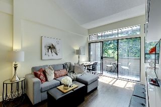 "Main Photo: 308 853 E 7TH Avenue in Vancouver: Mount Pleasant VE Condo for sale in ""VISTA VILLA"" (Vancouver East)  : MLS(r) # R2183833"