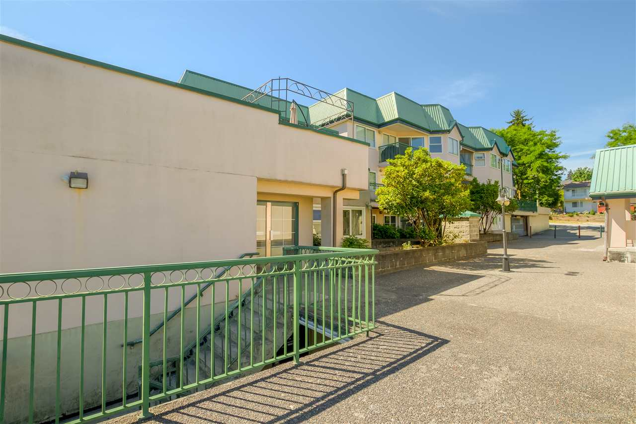 "Photo 2: 301 918 RODERICK Avenue in Coquitlam: Maillardville Condo for sale in ""VILLAGE SQUARE"" : MLS® # R2184149"
