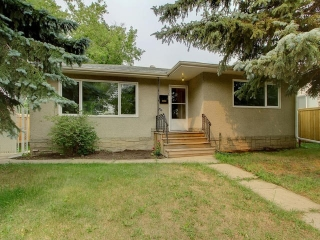 Main Photo: 11328 ST ALBERT Trail in Edmonton: Zone 07 House for sale : MLS(r) # E4074523