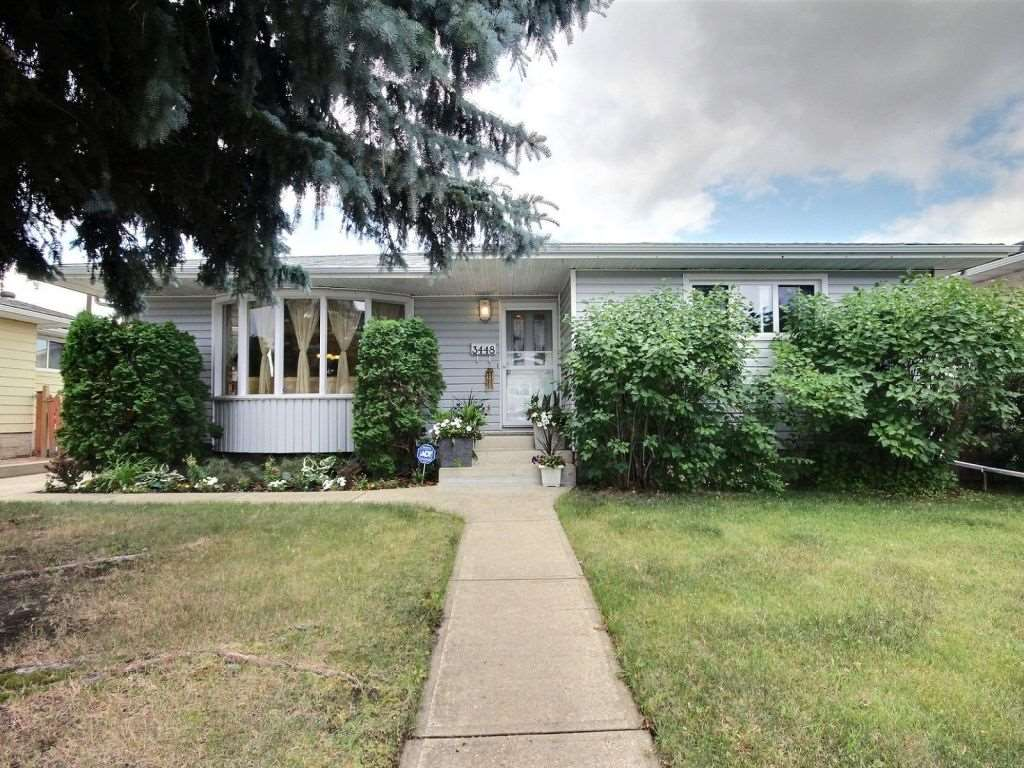 Main Photo: 3448 81 Street in Edmonton: Zone 29 House for sale : MLS® # E4075001