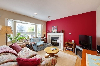 Main Photo: 243 E 8 Street in North Vancouver: Central Lonsdale House 1/2 Duplex for sale : MLS® # R2201271