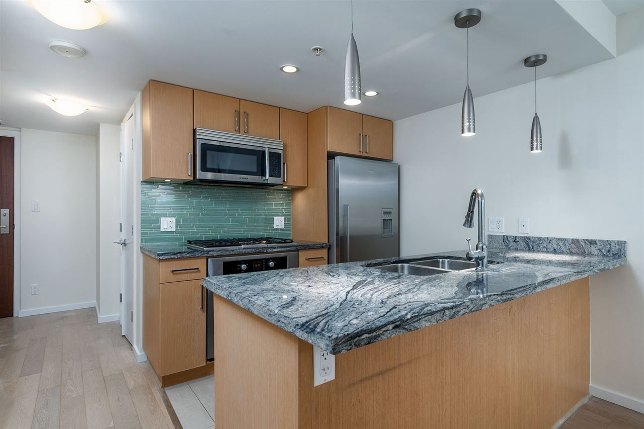 "Main Photo: 504 89 W 2ND Avenue in Vancouver: False Creek Condo for sale in ""PINNACLE LIVING FALSE CREEK"" (Vancouver West)  : MLS® # R2230453"