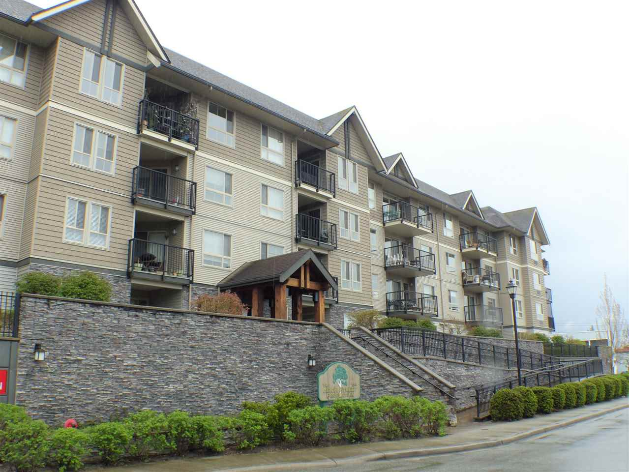 Main Photo: 406 9000 BIRCH STREET in Chilliwack: Chilliwack W Young-Well Condo for sale : MLS®# R2235319