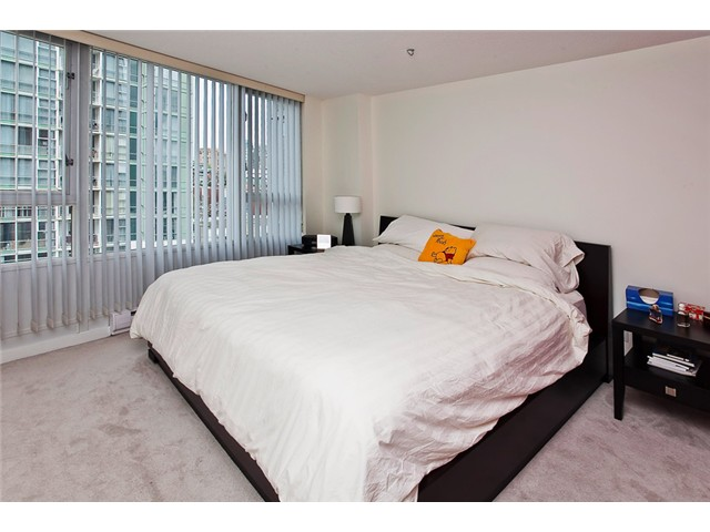 Photo 9: 803 1067 MARINASIDE Crest in Vancouver: Yaletown Condo for sale (Vancouver West)  : MLS® # V948087