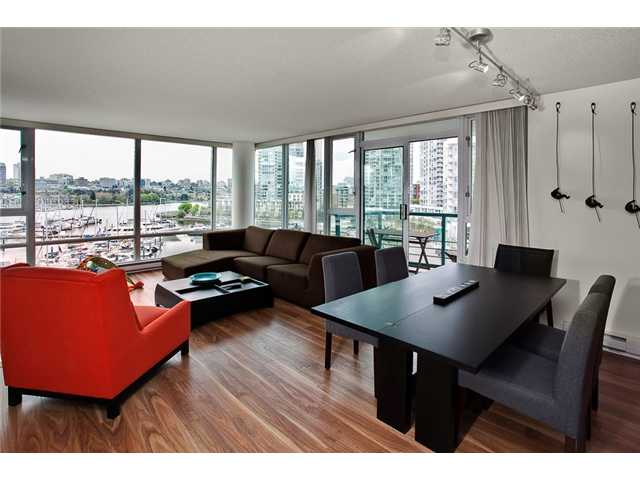 Photo 2: 803 1067 MARINASIDE Crest in Vancouver: Yaletown Condo for sale (Vancouver West)  : MLS® # V948087