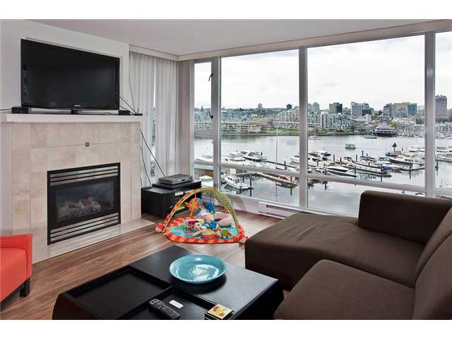 Photo 3: 803 1067 MARINASIDE Crest in Vancouver: Yaletown Condo for sale (Vancouver West)  : MLS® # V948087