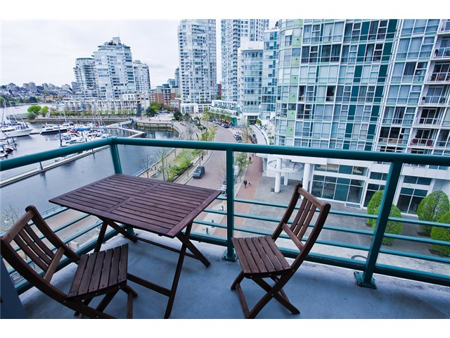 Photo 4: 803 1067 MARINASIDE Crest in Vancouver: Yaletown Condo for sale (Vancouver West)  : MLS® # V948087