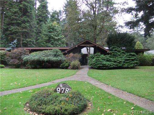Main Photo: 978 Carolwood Drive in VICTORIA: SE Broadmead Single Family Detached for sale (Saanich East)  : MLS® # 357021