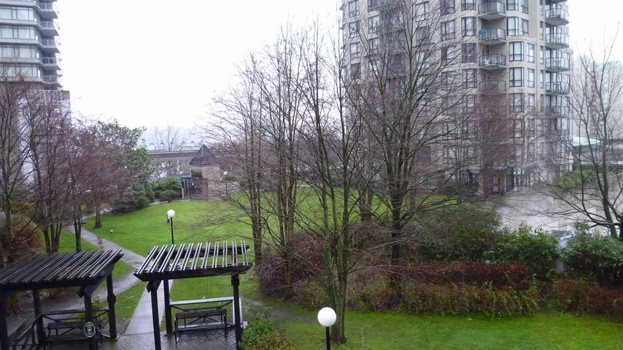 "Photo 2: 302 838 AGNES Street in New Westminster: Downtown NW Condo for sale in ""WESTMINSTER TOWERS"" : MLS® # R2019564"
