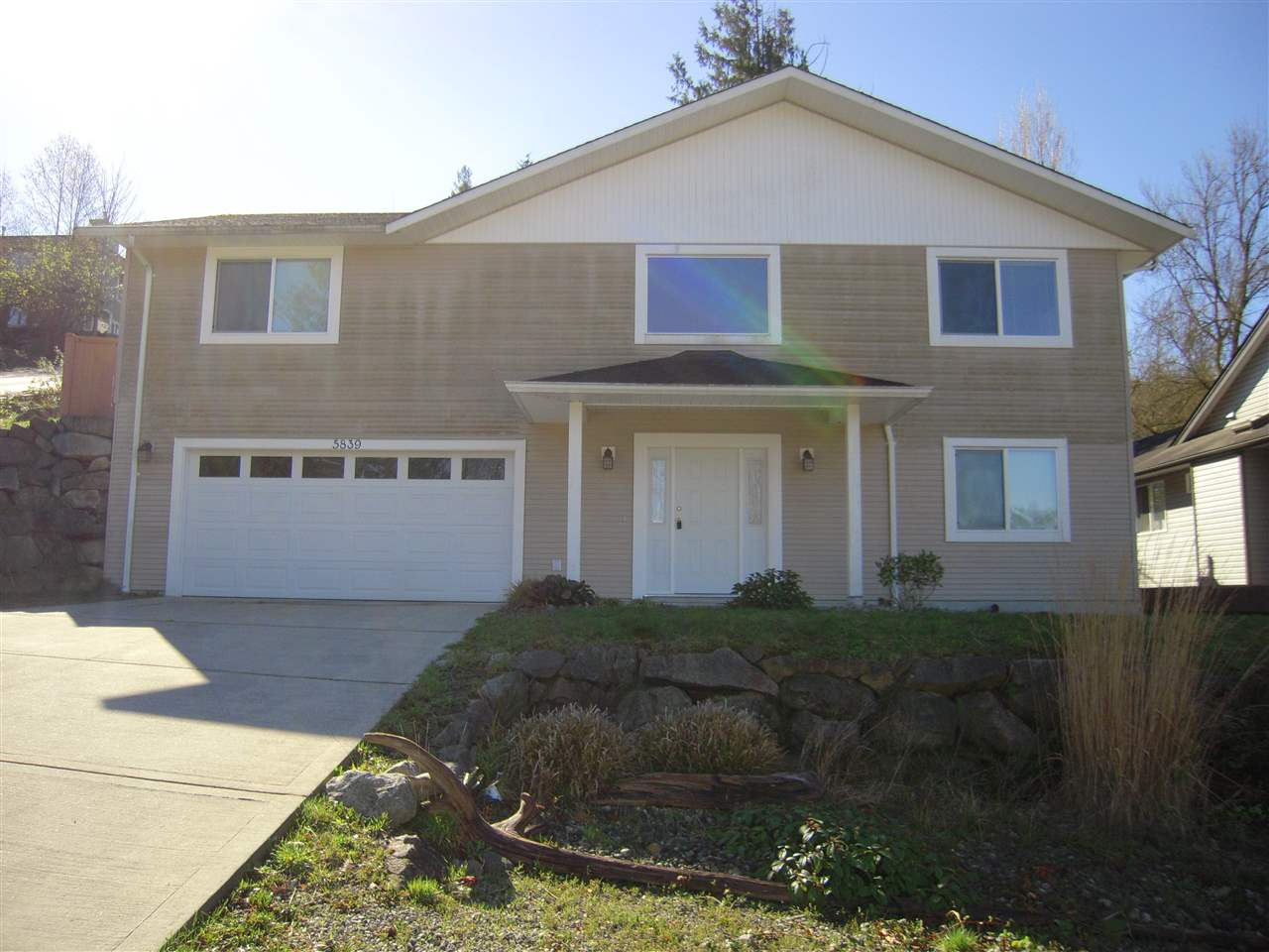 Photo 1: Photos: 5839 TRAIL Avenue in Sechelt: Sechelt District House for sale (Sunshine Coast)  : MLS®# R2046032