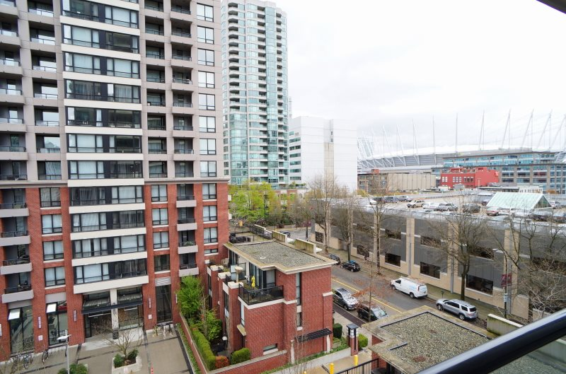 "Photo 7: 703 977 MAINLAND Street in Vancouver: Yaletown Condo for sale in ""YALETOWN PARK 3"" (Vancouver West)  : MLS® # R2048985"