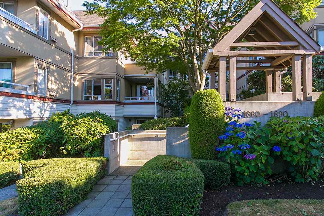 "Photo 1: 302 1860 W 6TH Avenue in Vancouver: Kitsilano Condo for sale in ""HERITAGE ON CYPRESS"" (Vancouver West)  : MLS® # R2136875"