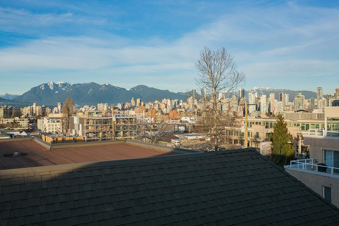 "Photo 20: 302 1860 W 6TH Avenue in Vancouver: Kitsilano Condo for sale in ""HERITAGE ON CYPRESS"" (Vancouver West)  : MLS® # R2136875"