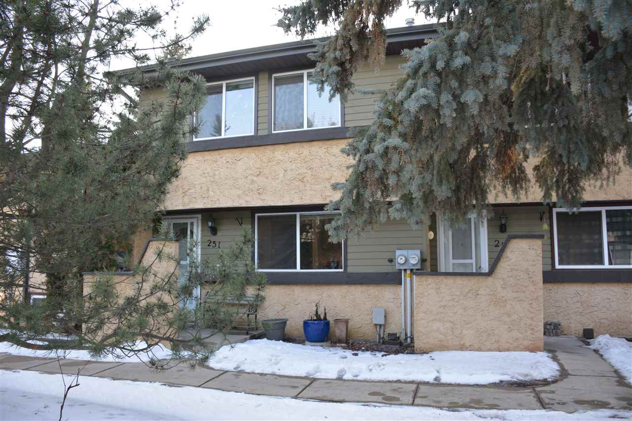 Main Photo: 251 WOODBRIDGE Way: Sherwood Park Townhouse for sale : MLS® # E4055641