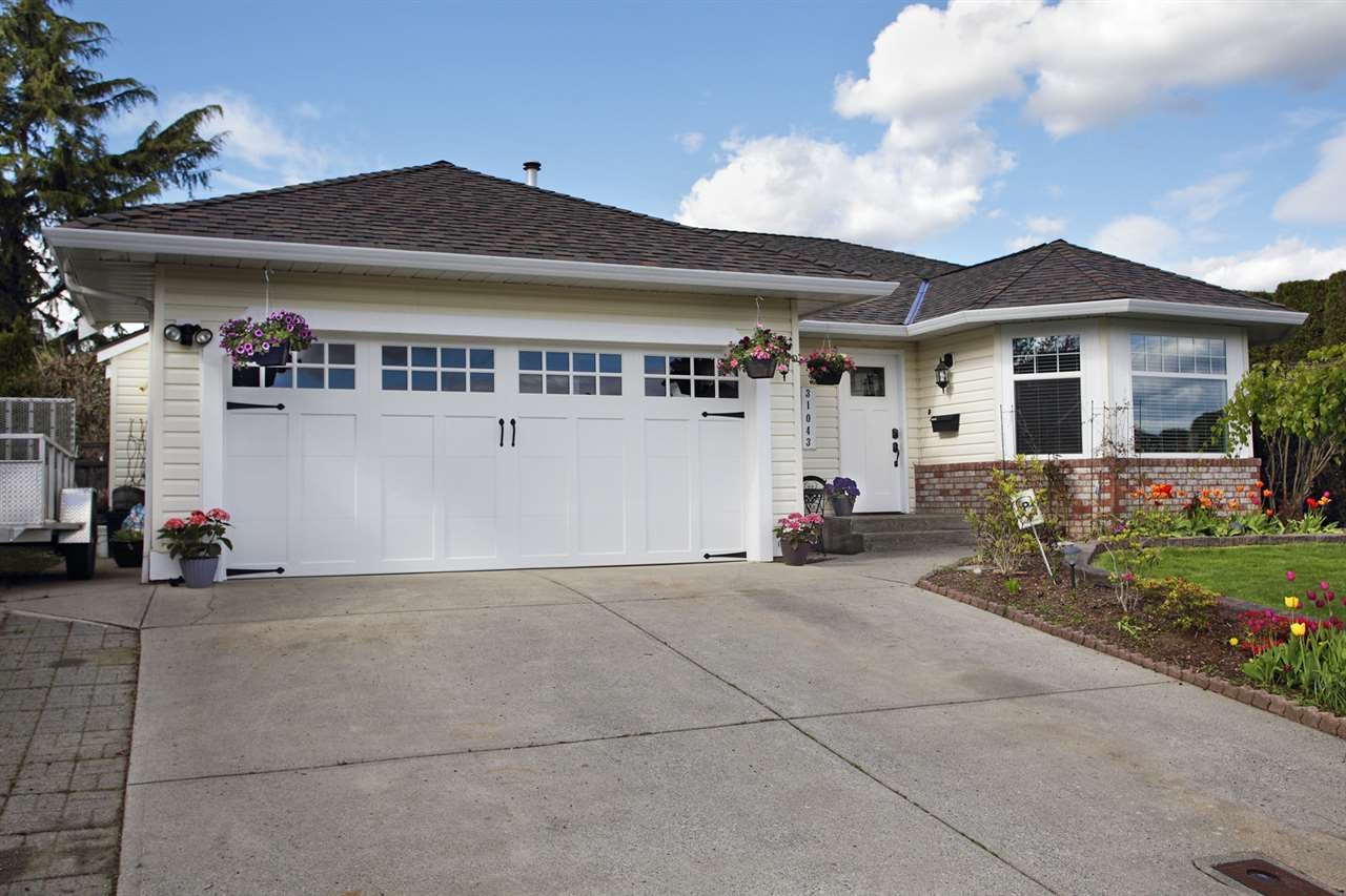 "Main Photo: 31043 UPPER MACLURE Road in Abbotsford: Abbotsford West House for sale in ""ABBOTSFORD WEST"" : MLS®# R2163255"