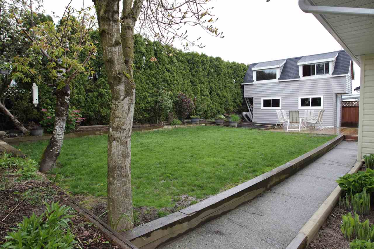 "Photo 3: 31043 UPPER MACLURE Road in Abbotsford: Abbotsford West House for sale in ""ABBOTSFORD WEST"" : MLS(r) # R2163255"