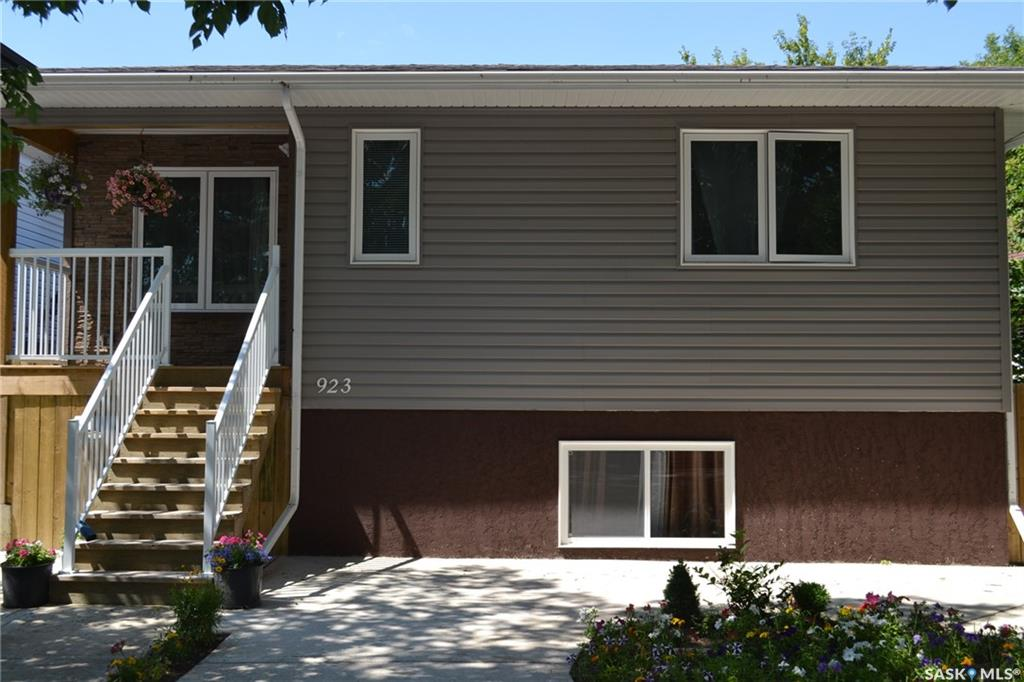Main Photo: 923 K Avenue South in Saskatoon: King George Residential for sale : MLS® # SK701162