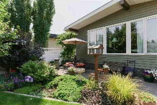Main Photo: 10660 ROWLAND Road in Edmonton: Zone 19 House for sale : MLS® # E4076521