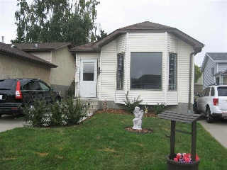 Main Photo: 137 HYNDMAN Crescent in Edmonton: Zone 35 House for sale : MLS® # E4081702