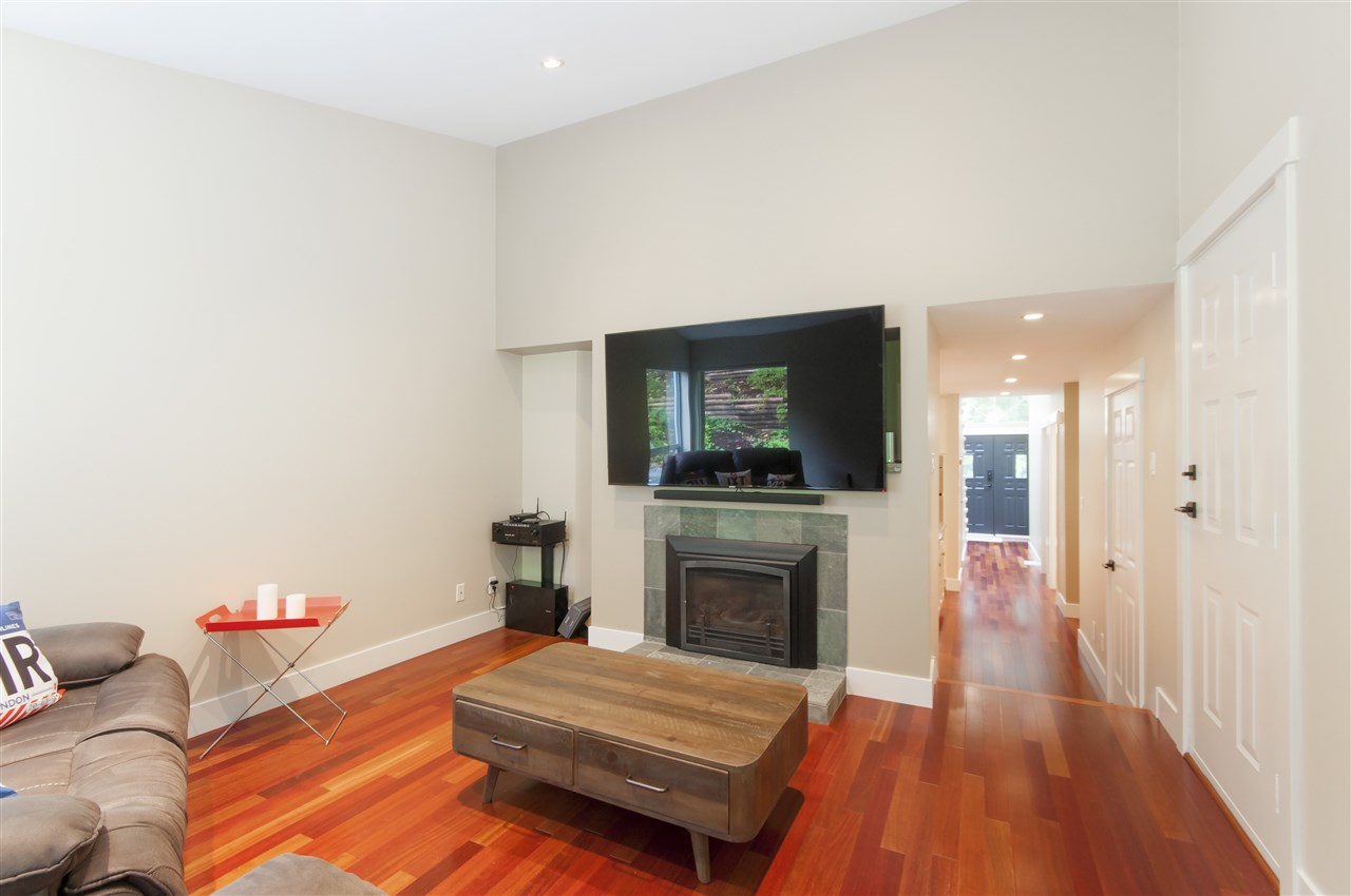 Photo 10: Photos: 5625 DAFFODIL Lane in West Vancouver: Eagle Harbour House for sale : MLS® # R2210825