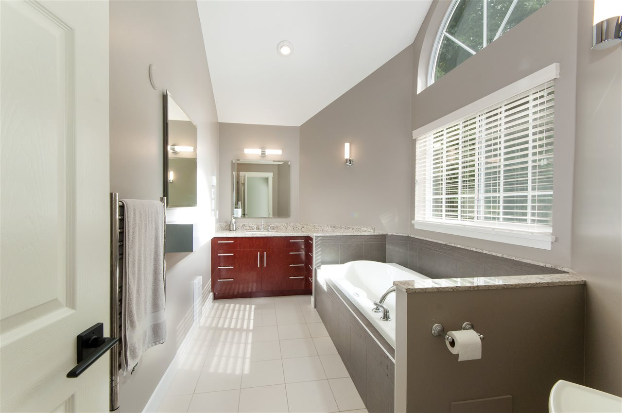 Photo 14: Photos: 5625 DAFFODIL Lane in West Vancouver: Eagle Harbour House for sale : MLS® # R2210825