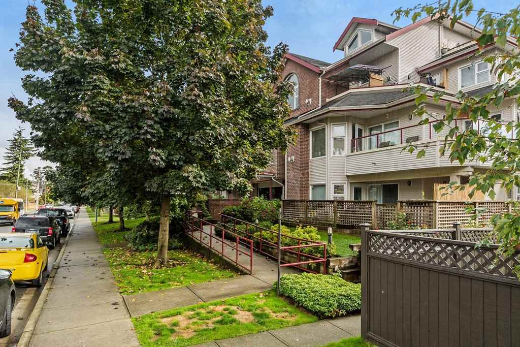 "Main Photo: 301 1668 GRANT Avenue in Port Coquitlam: Glenwood PQ Condo for sale in ""GLENWOOD TERRACE"" : MLS® # R2213495"