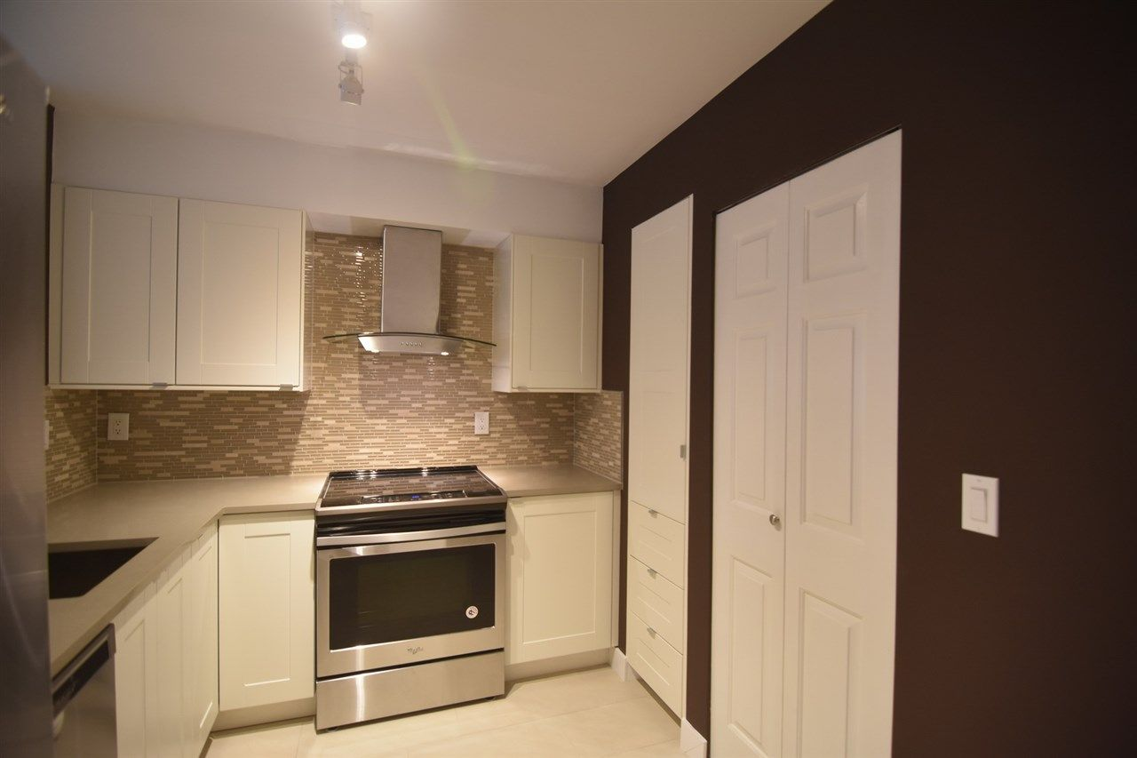 "Photo 8: Photos: 215 121 W 29TH Street in North Vancouver: Upper Lonsdale Condo for sale in ""Somerset Green"" : MLS® # R2241663"