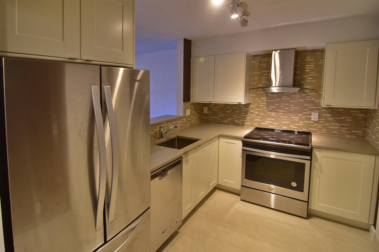 "Photo 6: Photos: 215 121 W 29TH Street in North Vancouver: Upper Lonsdale Condo for sale in ""Somerset Green"" : MLS® # R2241663"