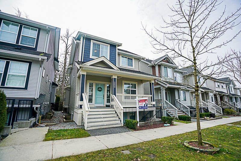 Photo 1: Photos: 18934 67A Avenue in Surrey: Clayton House for sale (Cloverdale)  : MLS® # R2244705