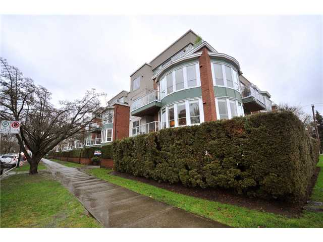 "Main Photo: 308 2288 W 12TH Avenue in Vancouver: Kitsilano Condo for sale in ""CONNAUGHT POINT"" (Vancouver West)  : MLS® # V885898"