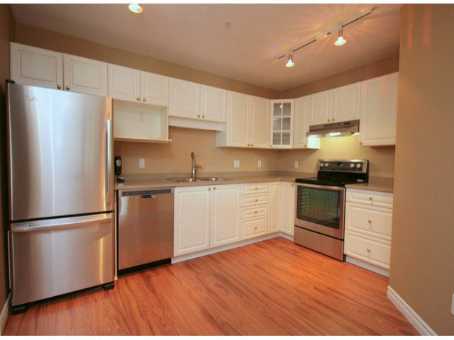 Photo 2: # 207 20894 57 AV in Langley: Langley City Condo for sale : MLS® # F1316757