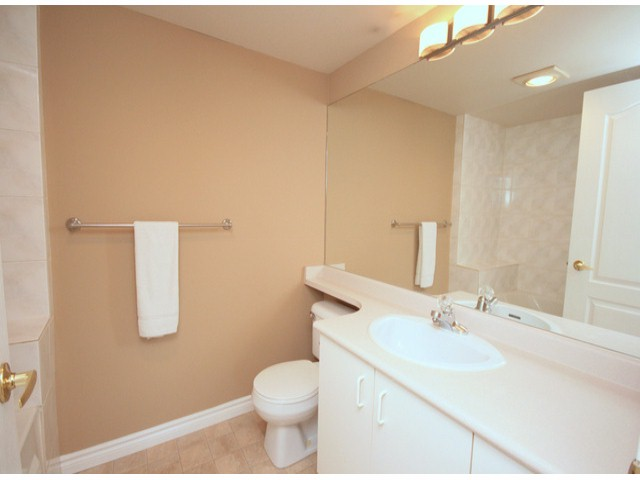 Photo 6: # 207 20894 57 AV in Langley: Langley City Condo for sale : MLS® # F1316757