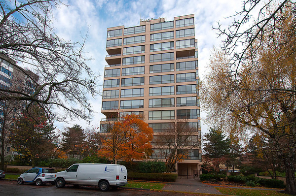 "Main Photo: # 201 2115 W 40TH AV in Vancouver: Kerrisdale Condo for sale in ""REGENCY PLACE"" (Vancouver West)  : MLS(r) # V1036261"
