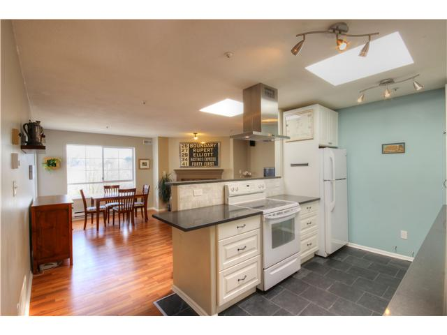 "Photo 10: 404 1950 E 11TH Avenue in Vancouver: Grandview VE Condo for sale in ""LAKEVIEW PLACE"" (Vancouver East)  : MLS® # V1054183"