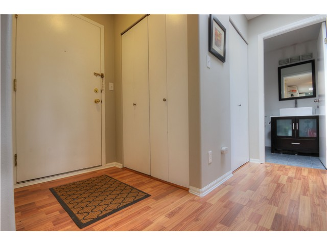 "Photo 3: 404 1950 E 11TH Avenue in Vancouver: Grandview VE Condo for sale in ""LAKEVIEW PLACE"" (Vancouver East)  : MLS® # V1054183"