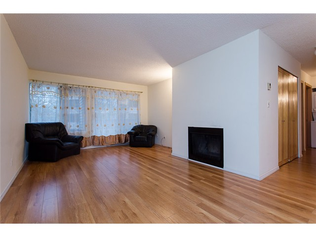 "Photo 5: 210 8400 ACKROYD Road in Richmond: Brighouse Condo for sale in ""LANSDOWNE GREEN"" : MLS(r) # V1109887"
